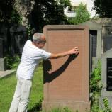 Erläuterung einer Grabinschrift, Foto: Rebekka Denz