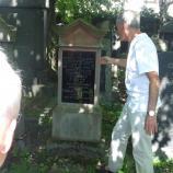 Erläuterung einer Grabinschrift, Foto: Josef Laudenbacher