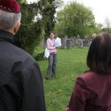 Besuch des jüdischen Friedhofs in Höchberg unter kompetenter Anleitung von Frau Taigel, Foto: Gabi Rudolf